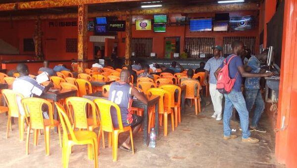Une salle de paris sportifs à Yaoundé, Cameroun. - Sputnik France