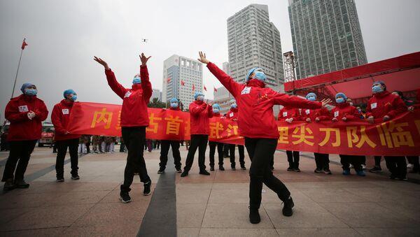 Les médecins d'un hôpital temporaire de Wuhan célèbrent le départ des derniers patients (archive photo) - Sputnik France