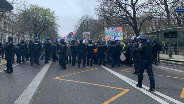 Les Gilets jaunes se réunissent à Paris en pleine pandémie de Covid-19, 14 mars 2020 - Sputnik France
