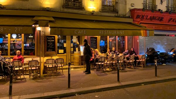 Fermeture des bars, cafés et restaurants à Paris en raison du Covid-19 - Sputnik France