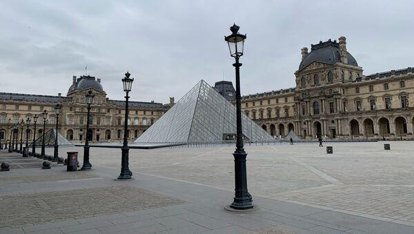 Le Louvre fermé en raison de l'épidémie de Covid-19 - Sputnik France
