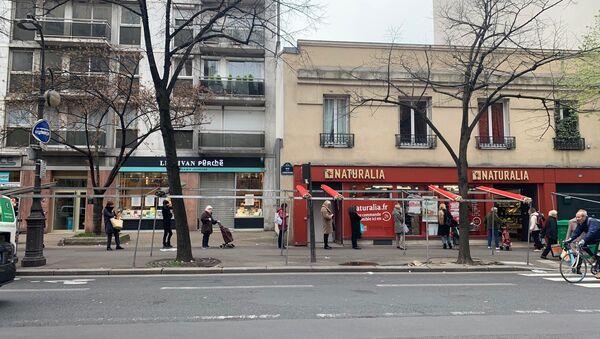 L'ambiance pré-confinement au marché de Convention dans le XVe arrondissement de Paris, 17 mars 2020 - Sputnik France