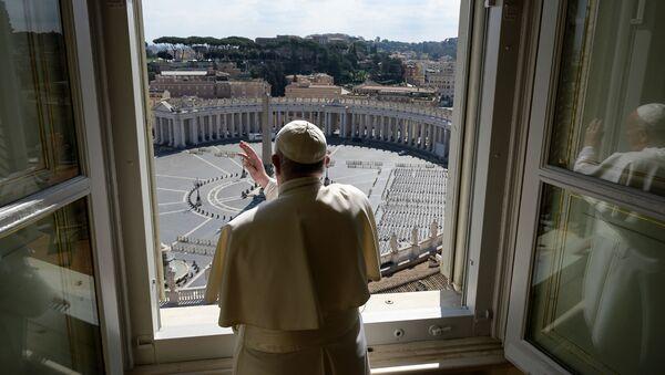 Римский Папа Франциск во время благословения над пустой площадью Святого Петра в Ватикане - Sputnik France