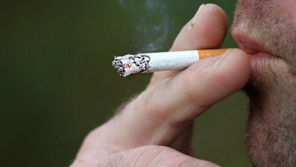 Un fumeur - Sputnik France