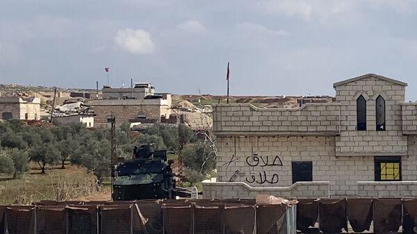 Un poste de contrôle de l'armée turque sur la route Damas-Idlib en Syrie - Sputnik France
