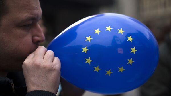 Ballon avec le drapeau de l'UE - Sputnik France