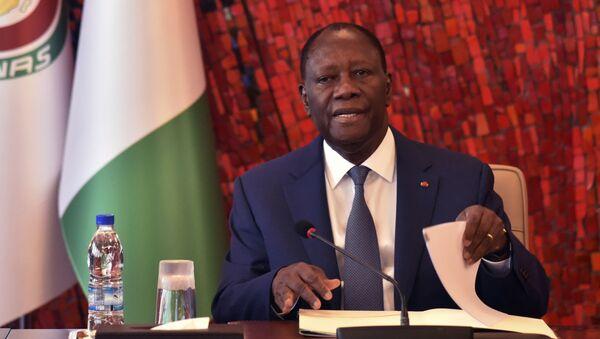 Le Président ivoirien Alassane Ouattara lors d'une réunion de crise sur le coronavirus, le 16 mars 2020 à Abdjan. - Sputnik France