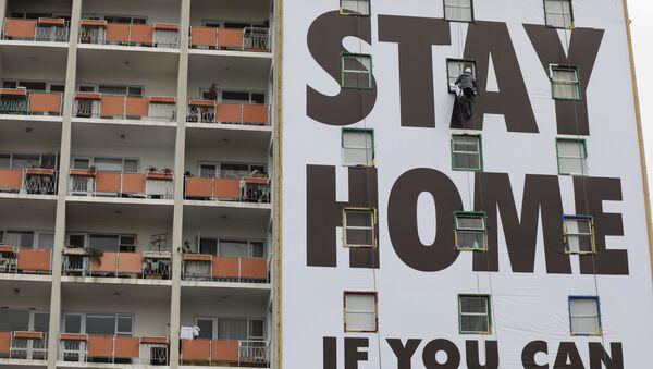 Pas de panique, restez chez vous: des appels dans les rues des quatre coins du monde   - Sputnik France