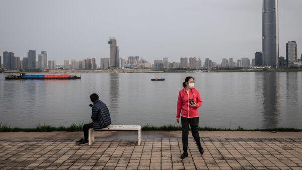 Des habitants de Wuhan portant des masques de protection - Sputnik France