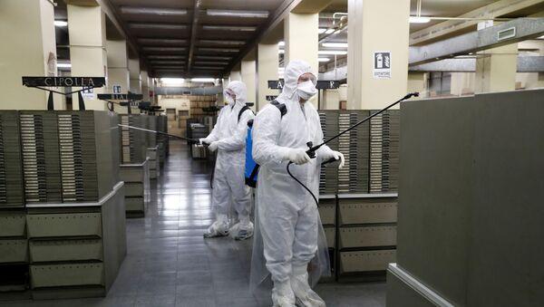 Des nettoyeurs dans les archives du Bureau de l'état civil à Rome pendant l'épidémie de coronavirus - Sputnik France
