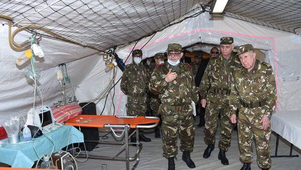 Visite du chef de l'état-major de l'ANP au 52e régiment de la santé militaire à Bouira  - Sputnik France