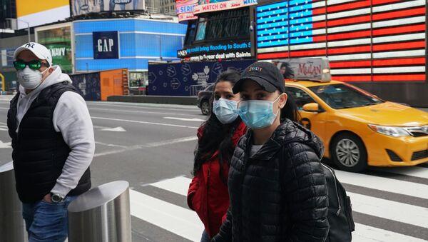 Des gens portant des masques à New York - Sputnik France