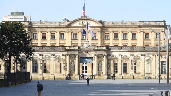 La place de la mairie de Bordeaux déserte pendant le confinement. - Sputnik France