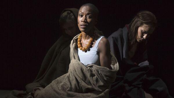 La chanteuse franco-malienne Rokia Traoré dans l'opéra de Purcell Didon et Énée, au festival d'Aix-en-Provence. - Sputnik France