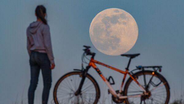 La super Lune vue de différents pays du monde   - Sputnik France