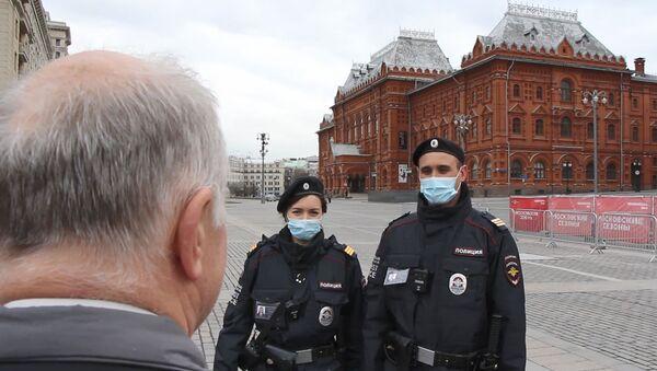 Confinement en Russie: la police patrouille près du Kremlin - Sputnik France