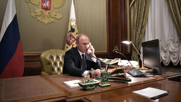 Vladimir Poutine au téléphone - Sputnik France
