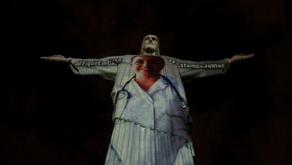 Covid-19: Statue du Christ Rédempteur«revêtue» d'une blouse de soignant - Sputnik France