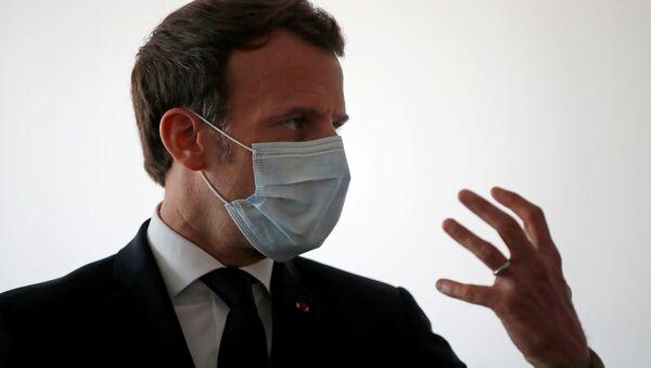 Emmanuel Macron portant un masque de protection  - Sputnik France
