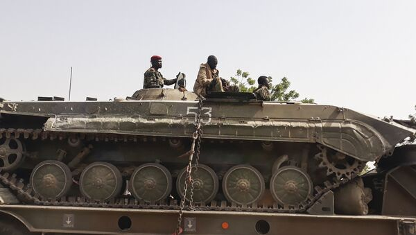 Des soldats de l'armée tchadienne sur un tank au retour d'une mission contre Boko Haram à la frontière du Nigeria. - Sputnik France