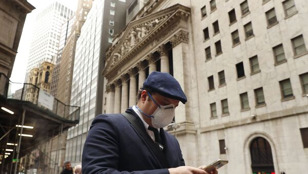 Un homme en masque à New York - Sputnik France