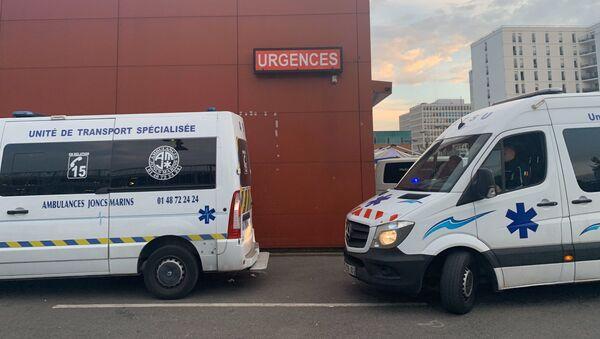 Les ambulanciers rendent hommage jeudi 16 avril au personnel soignant à l'hôpital Henri-Mondor de Créteil - Sputnik France