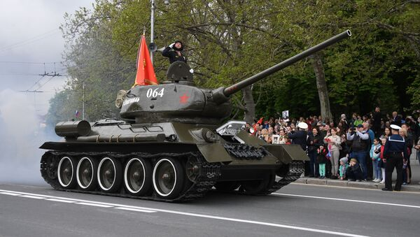 Un char T-34-85 lors du défilé de la Victoire à Sébastopol, 9 mai 2019 - Sputnik France