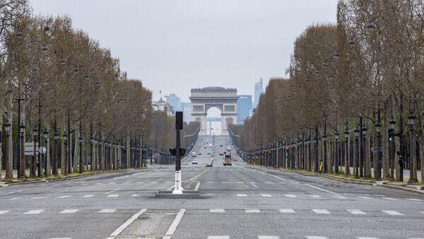 Les Champs-Elysées désertés  - Sputnik France