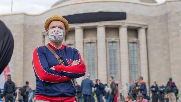 Une manifestation pour la défense des droits constitutionnels sur la Rosa-Luxemburg-Platz, à Berlin - Sputnik France