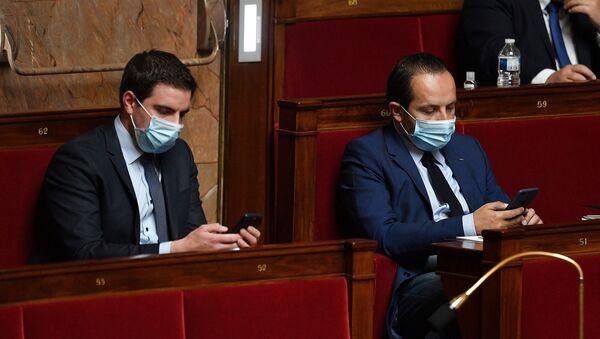 Deux députés du RN portent des masques à l'Assemblée nationale (illustration) - Sputnik France
