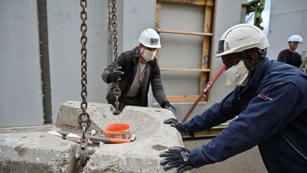 Travailleurs portant des masques sur un chantier à Chambery. - Sputnik France