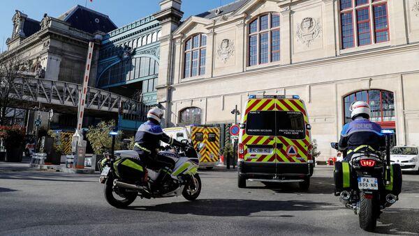 Des ambulances près de la Gare d'Austerlitz à Paris, le 1er avril 2020 - Sputnik France