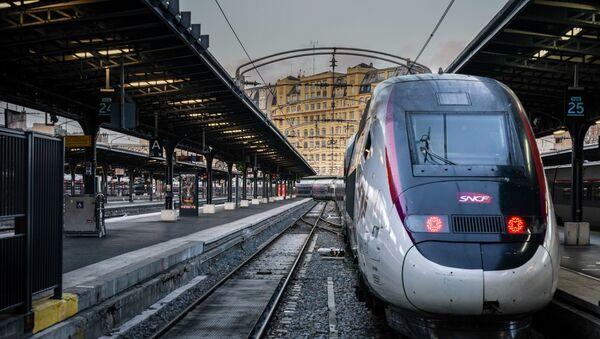 Un train de la SNCF à la Gare de l'Est - Sputnik France