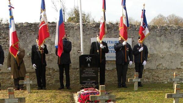 La sépulture du lieutenant de l'armée soviétique Alexis Nikolaew à Meaux, restaurée en 2016 par l'association Mémoire russe - Sputnik France