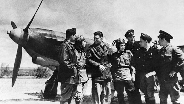 Des combattants soviétiques et français de l'escadrille Normandie-Niémen, région de Koursk, 1943. - Sputnik France