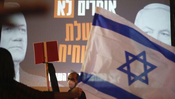 Une affiche du Premier ministre israélien Benyamin Netanyahou et son rival Benny Gantz - Sputnik France