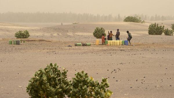 Des enfants tirent de l'eau (nord du Mali) - Sputnik France