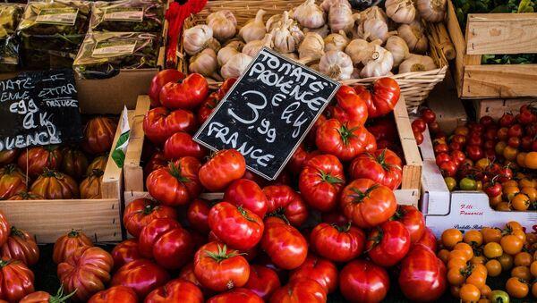 Tomates sur l'étal d'un marché - Sputnik France