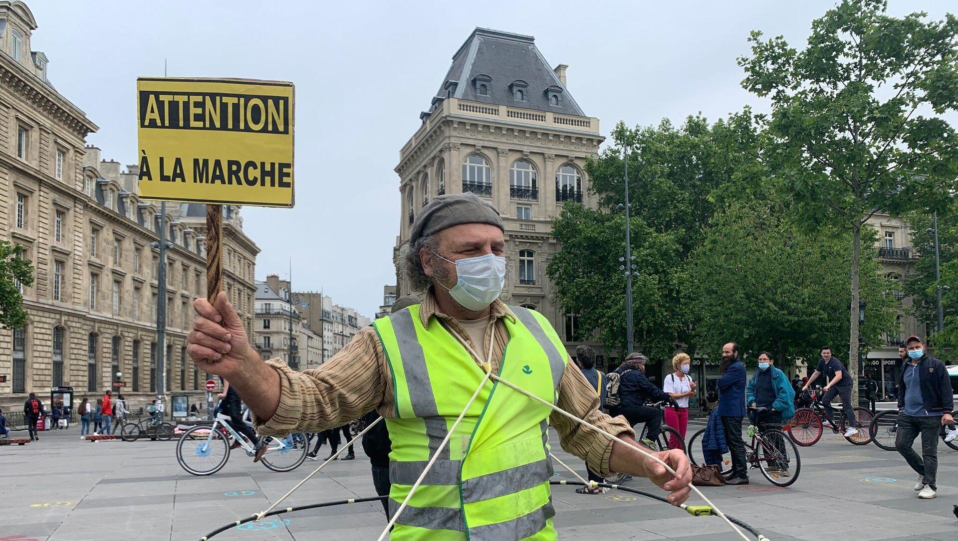 Un Gilet Jaune à Paris lors de ce premier samedi de déconfinement, 16 mai 2020 - Sputnik France, 1920, 04.08.2021