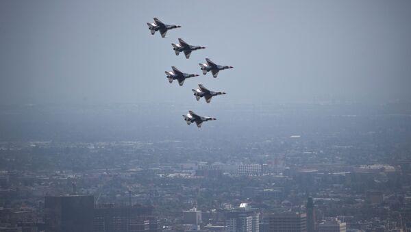 La patrouille acrobatique Thunderbirds de l'US Air Force - Sputnik France