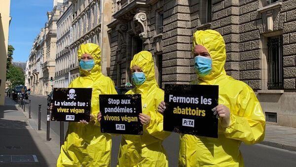 Action de PETA France devant le  Ministère de l'Agriculture et de l'Alimentation, 18 mai 2020  - Sputnik France