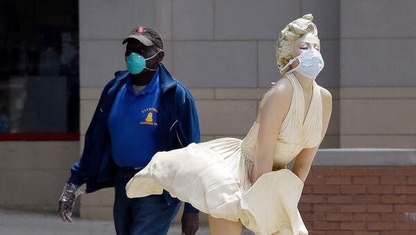 Marilyn Monroe, Bouddha et le Manneken Pis: de célèbres statues masquées   - Sputnik France