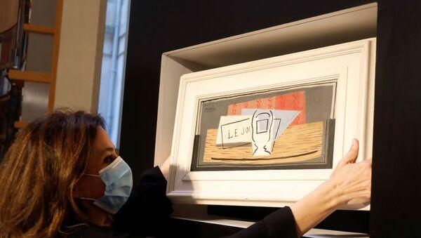 Tirage au sort d'une loterie de charité, désignant le gagnant d'une peinture à l'huile Picasso pour 100 euros chez Christie's Paris - Sputnik France
