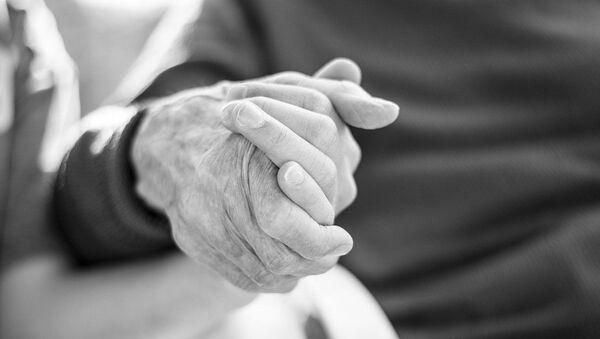 La main d'une personne âgée, image d'illustration - Sputnik France