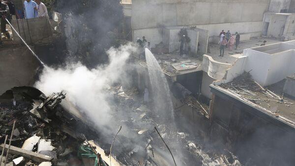 Un avion de ligne de la compagnie Pakistan International Airlines s'est écrasé près de Karachi, 22 mai 2020 - Sputnik France