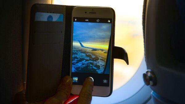 Smartphone dans l'avion - Sputnik France