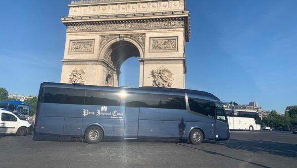 Les compagnies d'autocars franciliens ont organisé une action symbolique sur la place de l'Étoile le 25 mai - Sputnik France