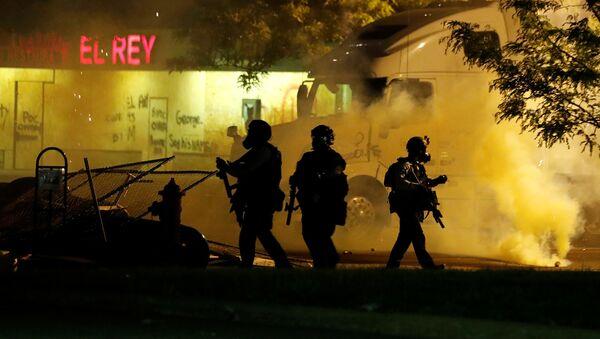 Les effectifs de police durant les manifestations après la mort de l'afro-américain George Floyd à Minneapolis, Minnesota, É-U., 29 mai 2020. - Sputnik France