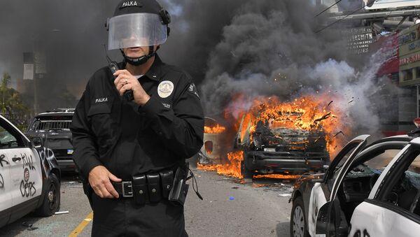 Entre émeutes et pillages: les images des manifestations de masse aux USA   - Sputnik France