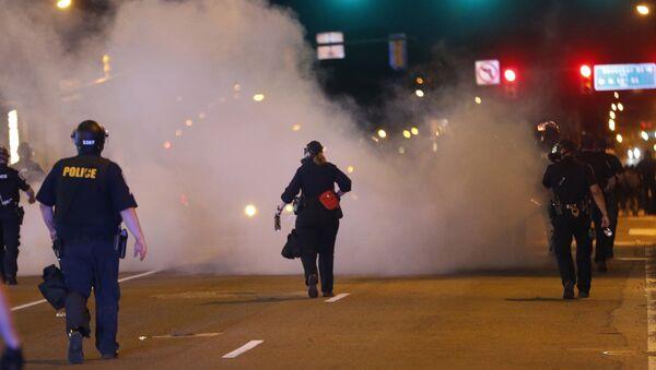 La police fait usage de gas lacrymogène lors d'une manifestation contre la mort de George Floyd (archive photo) - Sputnik France